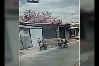 Divulgada as imagens do momento em Policial Militar reformado é baleado no Icuí - O quadro do policial é instável
