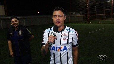 Sertanejo Esporte Clube: Felipe Araújo mostra intimidade com a bola nos pés - Cantor é fã de futebol e conhece vários craques do futebol mundial.
