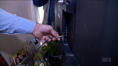 Problemas nos cabos da TV podem deixar a imagem ruim, mesmo com o conversor digital - Veja como resolver esse problema na sua casa.