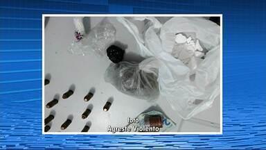 Homem é preso suspeito de tráfico de drogas em Garanhuns - Foi encontrado crack, cocaína e dinheiro com o suspeito