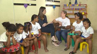 Conheça o trabalho da Casa dos Sonhos, em Santa Rita, na Paraíba - As crianças tem aulas de circo, percussão e outras disciplinas e as mães também são atendias pelo projeto, que vai receber apoio do Criança Esperança;