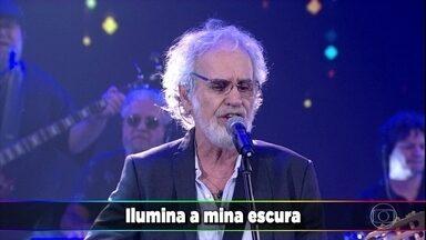 Renato Teixeira canta a música 'Romaria' - Todos se emocionam com o clássico