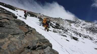 Brasileira sobe o Everest e encara trecho chamado de 'zona da morte' - Veja em 360º a aventura de Karina Oliani, que encarou ventos de até 80km/h e até - 50ºC ao escalar a face norte da montanha mais alta do mundo.