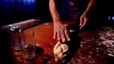 Torta - O Marcão conta um pouco da história do bairro Santa Rosália, e de quebra provou uma das delícias do sr. José, cozinheiro de mão cheia!