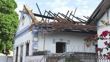 Ação de vândalos depreda imóveis, viadutos e monumentos em Belo Horizonte - Muitos deles são tombados pelo município.