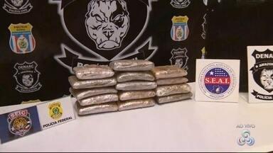 Cabeleireira é presa com 15 Kg de maconha no Aeroporto Internacional de Manaus - Droga estava escondida em uma mala, enrolada em um lençol.