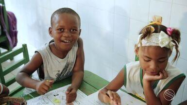 Centro Comunitário Sócio Cultural Barra dos Coqueiros é apoiado pelo Criança Esperança - A repórter Fernanda Pinheiro visitou a instituição e ficou por dentro de como os recursos são aplicados em projetos.