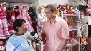 'Combinado' viaja até Estância para conhecer Dona Marluce, que confecciona bonecas de pano - O apresentador Menilson Filho conversou com a estanciana e conheceu sua história de vida.