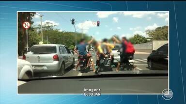 Vídeo mostra flagrante de desrespeito às leis de trânsito - Vídeo mostra flagrante de desrespeito às leis de trânsito