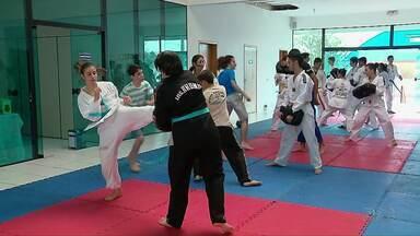 Projeto de Taekwondo ensina lições para a vida - Aulas são realizadas no Centro da Juventude em Foz.