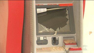 Bandidos explodem caixa eletrônico que fica na Secretaria de Saúde de CG - Imagens de circuito de segurança registraram a ação.