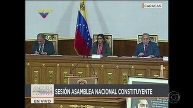 Assembleia Constituinte da Venezuela assume poderes do Congresso - Mas Parlamento declarou que não vai se subordinar à Assembleia, que é formada por partidários do presidente Nicolás Maduro.