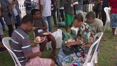 Ação na Praça do Arsenal pede criação de abrigo noturno no Recife - Série de serviços foi oferecida para população de rua,