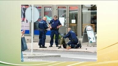 Marroquino é acusado de ataque na Finlândia - Duas pessoas morreram e oito ficaram feridas após serem atacadas por um homem com uma faca em Turku. O jovem marroquino, de 18 anos, foi preso depois de ser baleado por policiais.