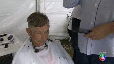 Tenda da beleza no Ação Cidadania em Campo Grande - Os cortes de cabelo foram realizados principalmente em homens e crianças.