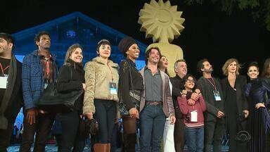 Festival de Cinema de Gramado movimenta a Serra gaúcha - Neste sábado (20), quatro filmes participam da mostra competitiva: dois curtas e dois longas.