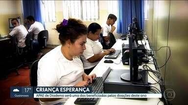 Projeto de qualificação profissional da Apae muda a vida de milhares de pessoas - Projeto de qualificação profissional da Apae de Diadema, uma das instituições apoiadas pelo Criança Esperança, muda a vida de milhares de pessoas.