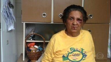 Idosa agredida por vizinha em Nova Iguaçu diz que foi vítima de intolerância religiosa - Ela levou uma pedrada. O caso foi registrado na delegacia como lesão corporal.