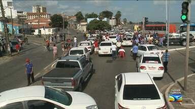 Taxistas protestam contra o ação do Uber em São Luís - Manifestação causada por centenas de taxistas que atuam em São Luís deixou na manhã desta segunda-feira (21) o trânsito interditado em vários pontos da capital maranhense.