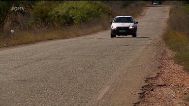 Problemas na infraestrutura da PE 475 prejudicam motoristas e motociclistas - O trecho da estrada com problemas dá acesso à cidade de Cedro, no Sertão de PE.
