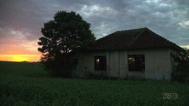 Acompanhe o resgate histórico das escolas rurais do norte do Paraná - As escolas rurais tiveram seu auge nos tempos áureos da cafeicultura. Após o êxodo rural, mais de 100 escolas foram desativadas, mas ainda causam boas lembranças nos ex-alunos.