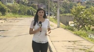 Cabeleireira é morta a tiros em rua da Zona Sul de Manaus - Crime ocorreu na manhã deste domingo. Mulher chegou a ser socorrida, mas não resistiu.