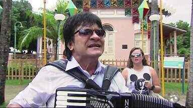 Novinho da Paraíba divulga nota sobre ter sido agredido durante assalto no Recife - Músico foi alvo de bandidos e chegou a ficar internado.
