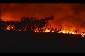 Incêndio de grandes proporções é controlado entre Uberaba e Conceição das Alagoas - Não houve registro de feridos. Bombeiros ainda não deram estimativa da área atingida.