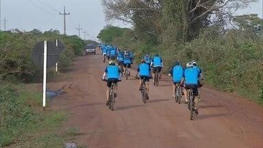 Belas paisagens do Pantanal recebem desafio de ciclismo em Corumbá, MS - Desafio de 130 quilômetros atraiu amantes do ciclismo.