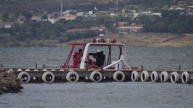 Ambientalistas temem vazamento de combustível no Paranoá - Ambientalistas temem vazamento de combustível no Paranoá. Uma lancha que afundou há 22 dias, continua no fundo do lago.