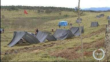 Famílias sem-terra invadiram fazenda do Estado em Pindamonhangaba - Área tem tamanho de 500 campos de futebol.