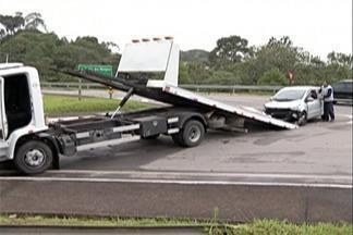 Duas pessoas ficam feridas em acidente na Mogi-Bertioga - Acidente foi no quilômetro 63 da rodovia, na altura da estrada do Nagao.