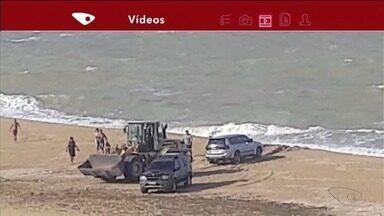 VC no ESTV: carro atola na areia da praia de Marataízes, no Sul do ES - Foi preciso um trator para retirar o veículo do local.