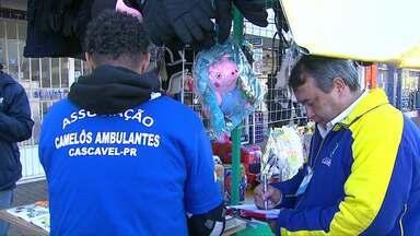 Prefeitura começa a fiscalizar o comércio de ambulantes em Cascavel - O trabalho está sendo de orientação.