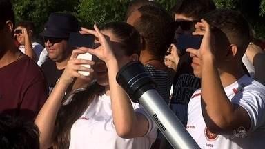 Último eclipse solar da década é visto do Ceará - Muita gente foi ao Colégio do Corpo de Bombeiros para observar o fenômeno