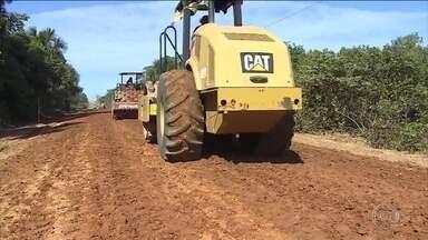 Técnicas para construir estradas no Brasil estão defasadas em 40 anos - País não leva em conta os diferentes tipos de terreno e de clima. No Brasil, 90% dos passageiros e 60% das cargas passam por rodovias.