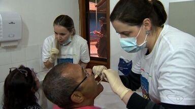 Dentistas fazem ação solidária de prevenção contra o câncer bucal, em Vitória - A ação aconteceu na manhã deste sábado (26).