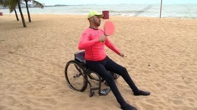 Atleta em cadeira de rodas vai disputar dois torneios de frescobol na Espanha - Guilherme de Souza conta que viaja na semana que vem para disputar a competição. Ele disse, ainda, que sua vida mudou após o acidente, mas foi justamente no esporte que ele achou força para seguir em frente.