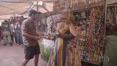 Angélica e Bruno Gissoni conhecem a erveira mais famosa de Belém - Tia Coló é a estrela da Ver-O-Peso há 34 anos e benze a apresentadora