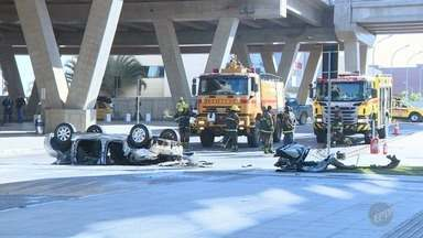 Polícia investiga causas do acidente que matou duas mulheres no aeroporto de Viracopos - As primeiras informações da perícia são de que a motorista estava de chinelo; Laudo que vai apontar as causas deve demorar um mês.