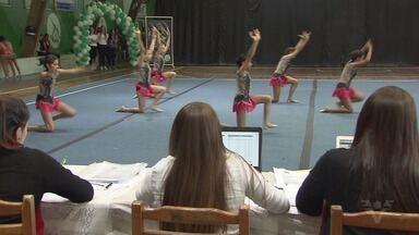 Campeonato de ginástica estética é realizado em Guarujá - Modalidade é nova e já atrai muitos competidores.