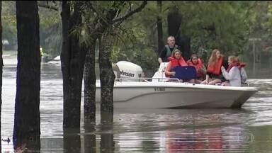 Texas contabiliza prejuízos com tempestade tropical Harvey - Até agora morreram cinco pessoas. A cidade de Houston ficou debaixo d'água. O prejuízo pode chegar a US$ 24 bilhões.