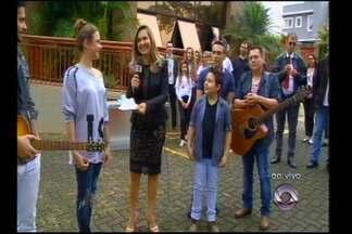 Jovens talentos do The Voice Kids orgulham a Região - Laura Schadeck e Lucas Hernandes participam do programa ao vivo.