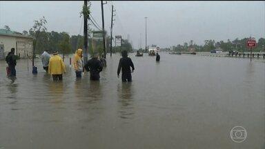 Pelo menos nove pessoas morreram com a passagem do Harvey, no Texas - Ele chegou no fim de semana ao estado americano como furacão, virou tempestade tropical, mas pode voltar a ganhar força. Veja também os impactos do fenômeno natural à economia dos Estados Unidos.