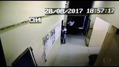 Bandidos armados invadem escola na Zona Norte - Câmeras registraram parte da ação dos assaltantes
