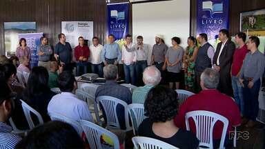 13ª Edição da Feira Internacional do Livro é lançada em Foz do Iguaçu - A feira começa no dia sete de setembro e segue até o dia 17, no complexo Bordin, na Avenida JK, nº 3.225.