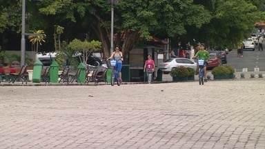 Passeio de bike e patins é proibido para pessoas com mais de 8 anos no Centro de Manaus - Entenda os motivos da proibição.