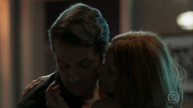 Mônica tenta seduzir Malagueta - Malagueta resiste e avisa que Mônica tem que ir embora de sua casa no dia seguinte