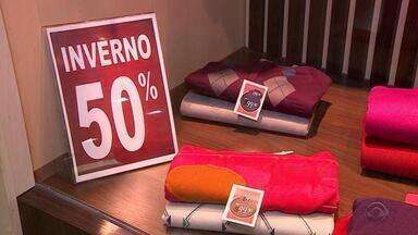Com temperaturas altas no inverno, vendas caem 8% em relação ao ano passado no RS - Nesta terça-feira (29) foram registrados 33° em Porto Alegre.