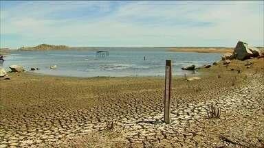 Maior reservatório do Ceará tem nível mais baixo da história - Reservatório do Castanhão está com 4% da capacidade. Nesse ritmo, até o fim de 2017, vai chegar no volume morto.